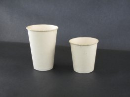 (left) First rolled brim cup (7 oz., plain white), 1918; (right) Penny vendor cup (5 oz., plain white), 1915. (Hugh Moore Dixie Cup Company Collection, Special Collections and College Archives, Skillman Library, Lafayette College.)