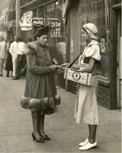 Gum Vendors, Bowery, c.1910. Library of Congress Prints and Photographs Division.